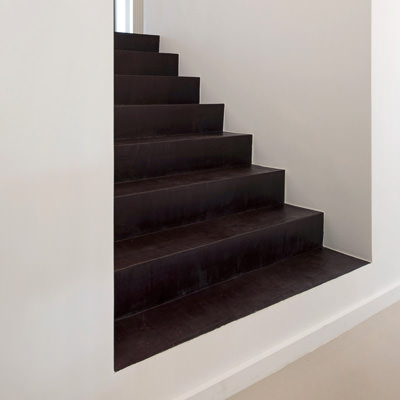 Stairs with decorative concrete