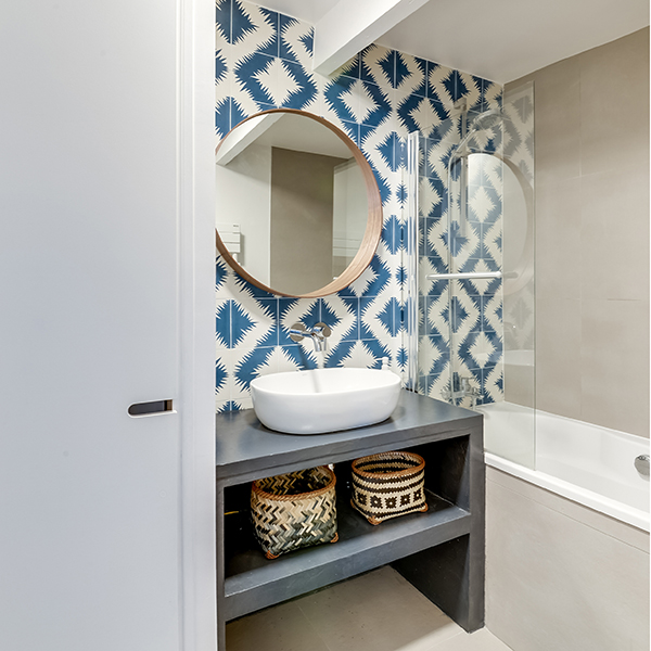 Bathroom with decorative concrete